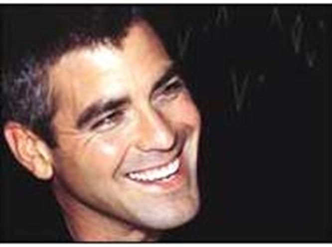 George Clooney'e benzeyenler yaşadı